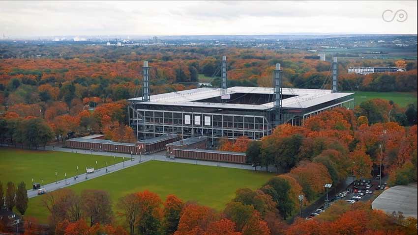 Panorama-Bild des Rhein-Energie-Stadion in Köln bei Tag